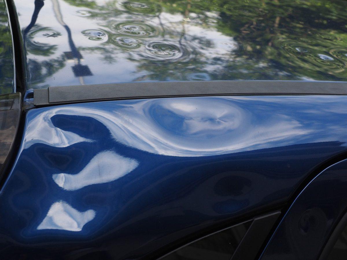 Miałeś wypadek? Ktoś przerysował Ci samochód pod sklepem?